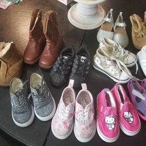 Toddler lot sizes 6 to 7 Van's, Adidas, ugg, conve